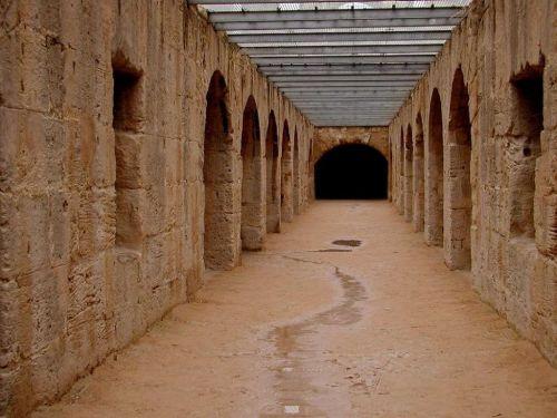 Скрытые части колизея в Тунисе