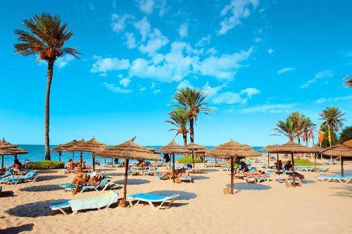 Температура воздуха в Тунисе в начале лета находится в районе +25.. +29 градусов, поднимаясь в его второй половине за +30..  Температура моря в начале лета поднимается с +20 до+25 в августе